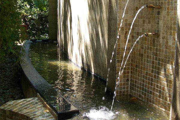 Fairlawns Hotel fountain