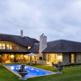 Exclusive Villa Sleeps 20: The Thatch House in Hermanus