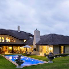 Exclusive Villa Sleeps 20: The Thatch House in Hermanus
