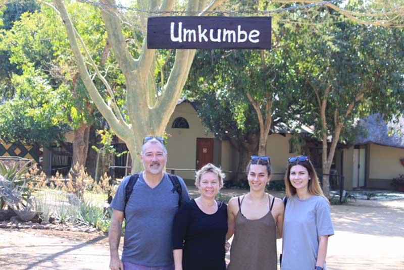Guests at Umkumbe Safari Lodge
