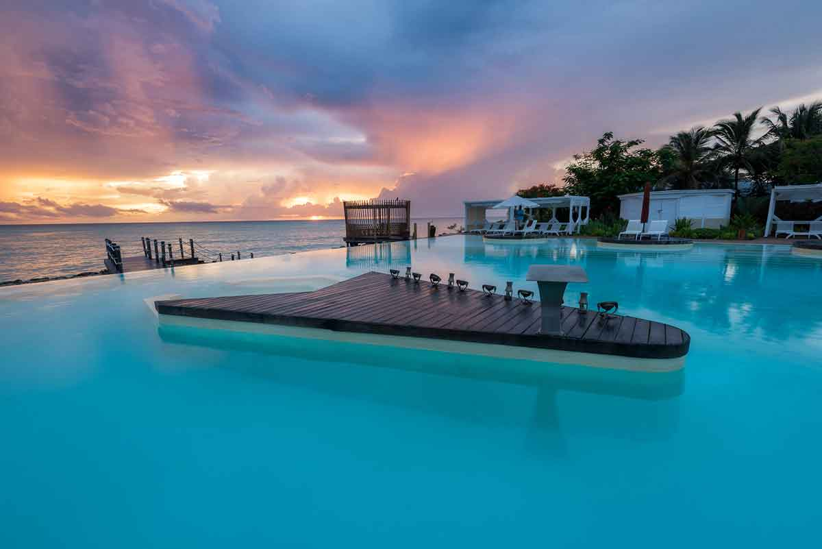 Essque Lagoon Style Infinity Pool