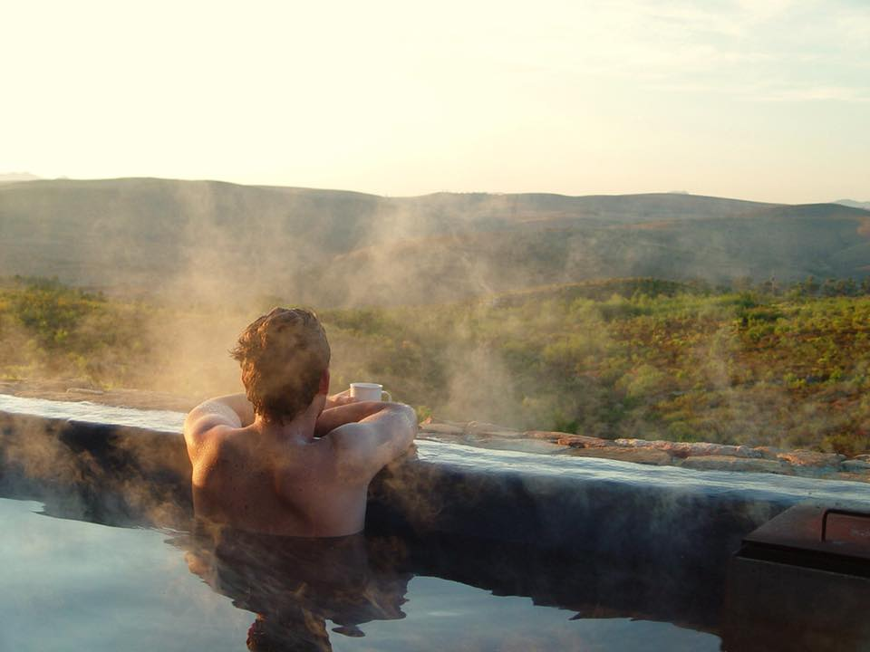 Steamy wood-fired hot tub at Kolkol