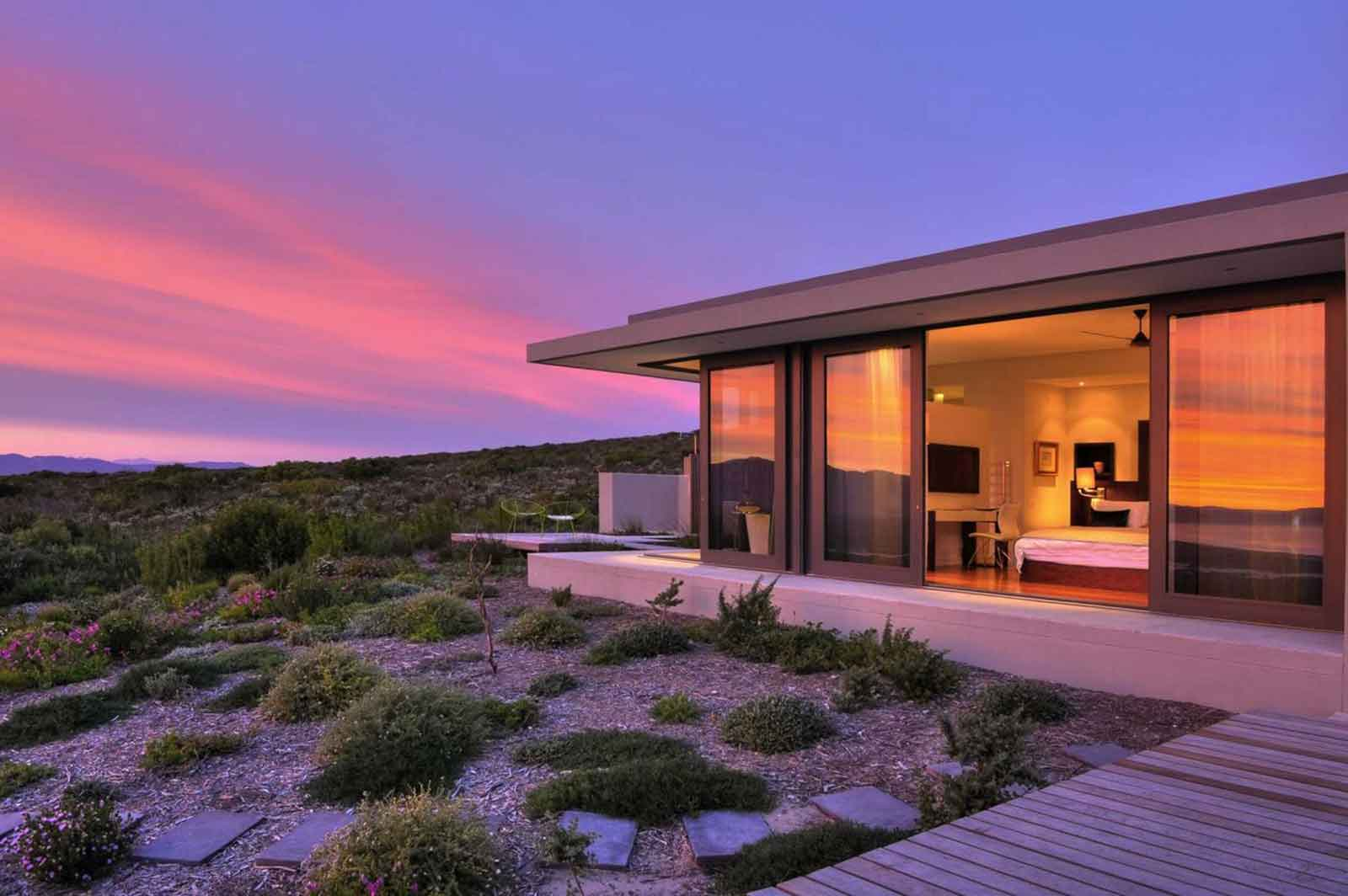 National Geographic's Unique (Safari) Lodges of the World