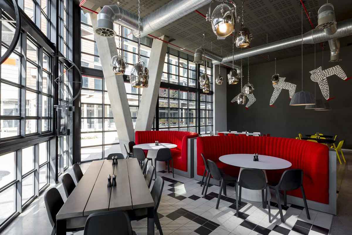 Radisson Red Hotel Bar