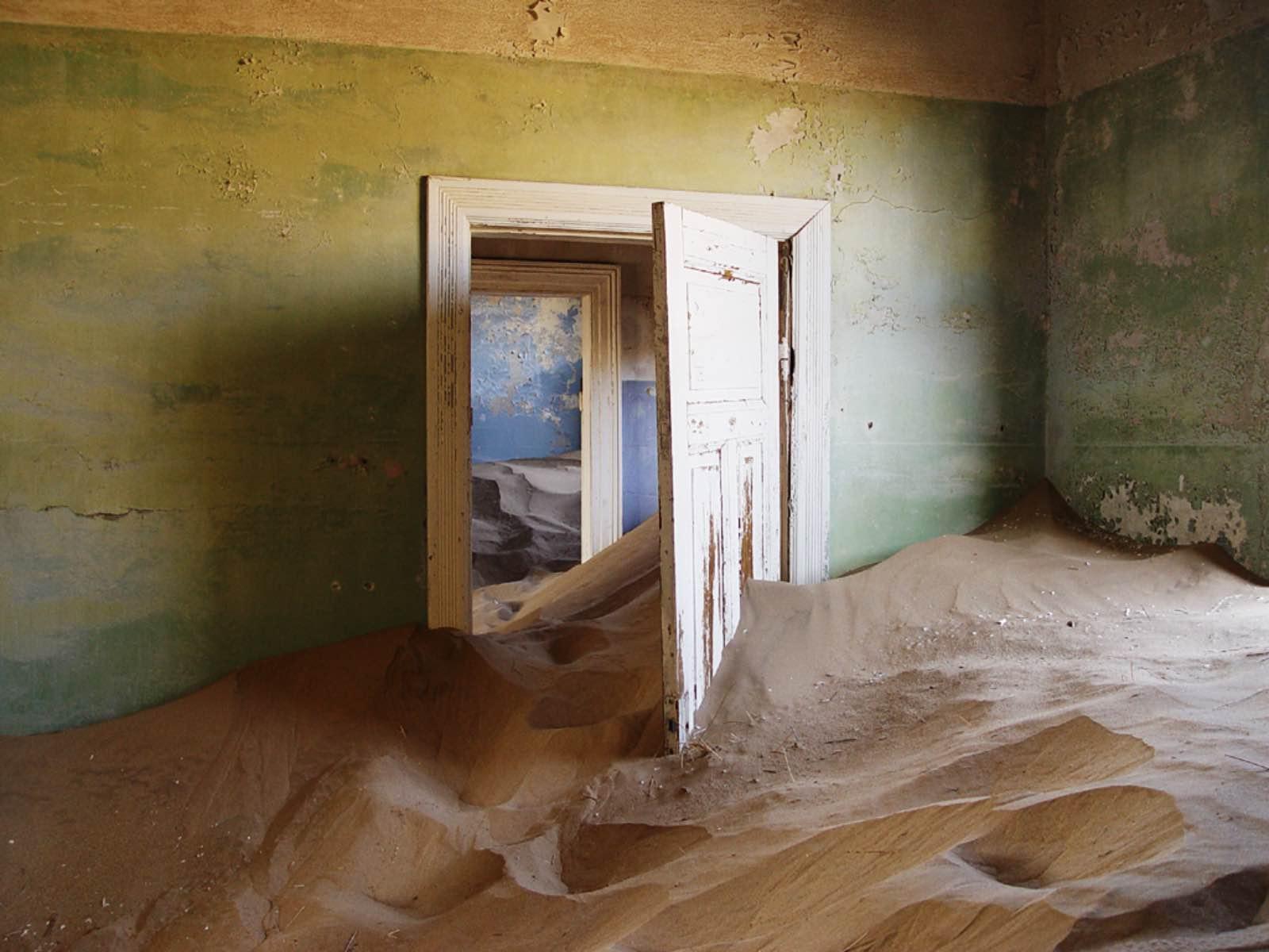 Eerie abandoned house at Kolmanskop