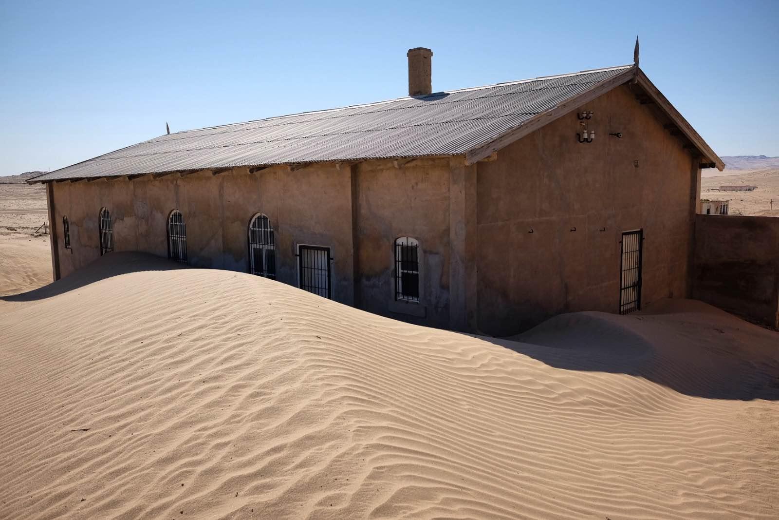 ghost town, Namibia's alluring diamond-mining ghost town, Kolmanskop